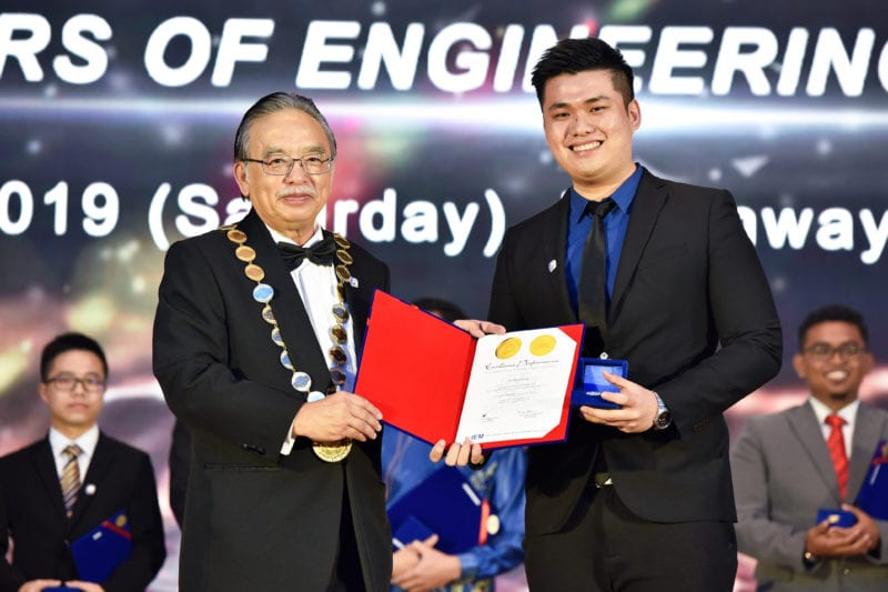 UTM FCEE Alumni awarded with 2019 IEM Gold Medal Award