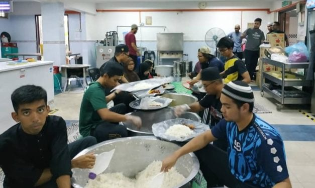 Keprihatinan Warga UTM Sediakan Pelbagai Bantuan Iftar Sempena Ramadan