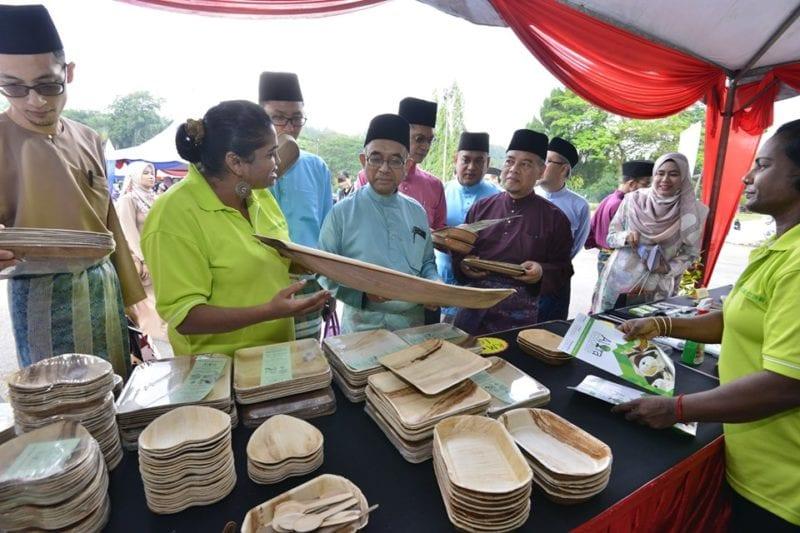 Penjualan bekas makanan mesra alam kepada para pengunjung turut disediakan