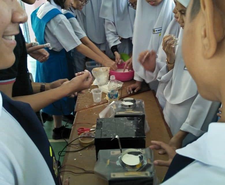 UTM Anjur 'Young Scientist Pioneer' Semai Minat Pelajar SMK Wira Penrissen Terhadap STEM