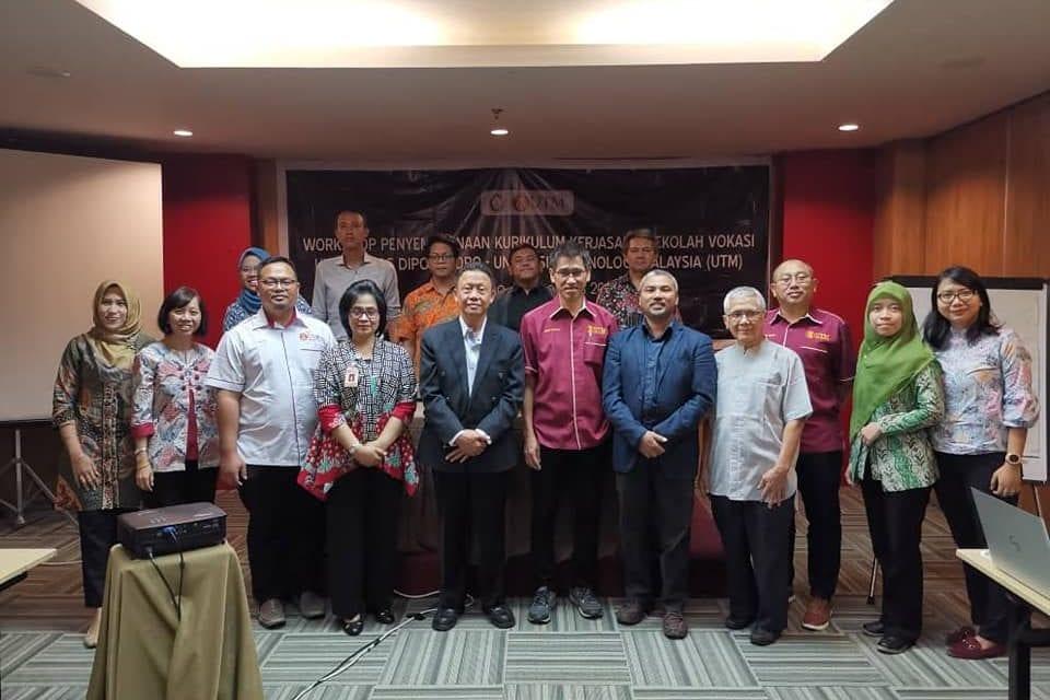 Bengkel Penyempurnaan Kurikulum dan Kerjasama antara FTIR dan Sekolah Vokasi-UNDIP di Semarang, Indonesia