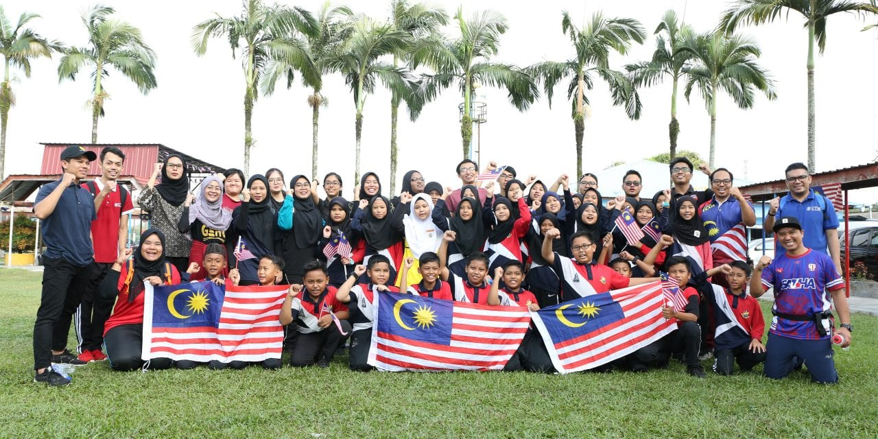 CSR Merdeka Satukan Mahasiswa UTM dan Warga Sekolah Kebangsaan Sungai Tiram