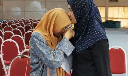 Pelajar OKU Elia Nurul Syahida Tabah Hadapi Cabaran Untuk Kejar Cita-cita di UTM