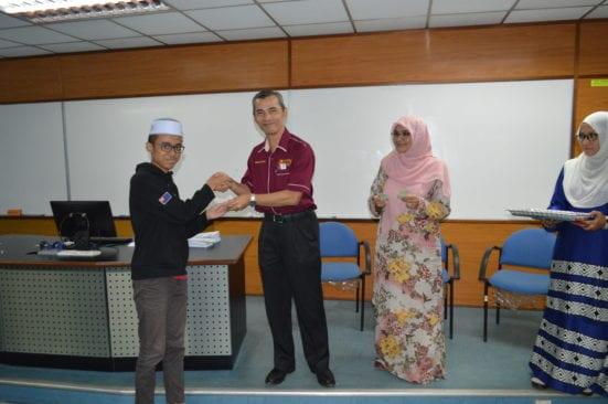 Sumbangan Endowmen Staf Fakulti Sains Dimanfaatkan Kepada Pelajar B40