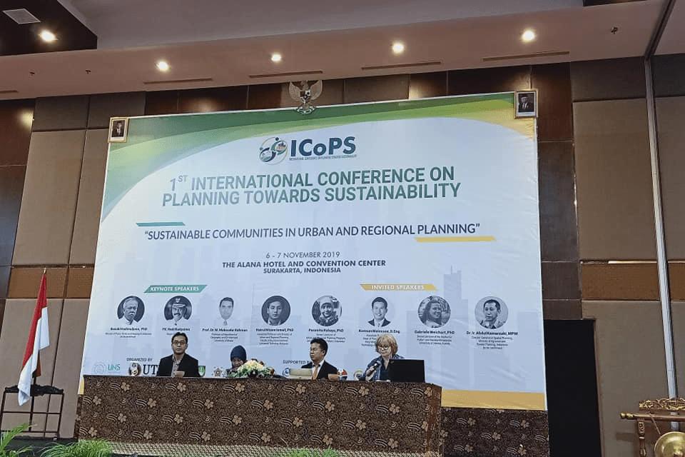 Fakulti Alam Bina dan Ukur UTM anjur persidangan antarabangsa di UNS, Indonesia