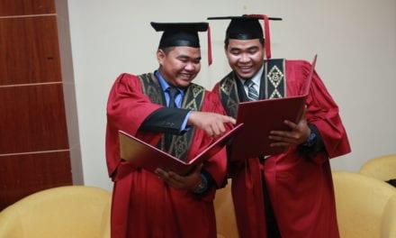 Dua beradik kembar tamat pengajian dengan jayanya di UTM
