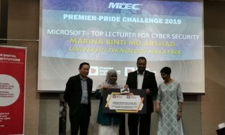 School of Computing Lecturer won Top Lecturer for Cyber Security award from MDEC