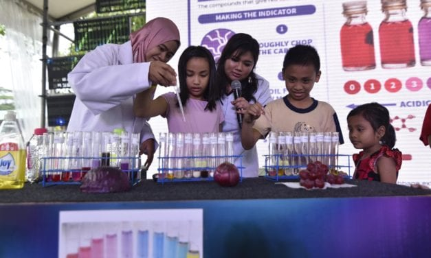 Scientific Talks and Demonstration by Staff and Student of Faculty of Science at the Petrosains Meet The Expert Program