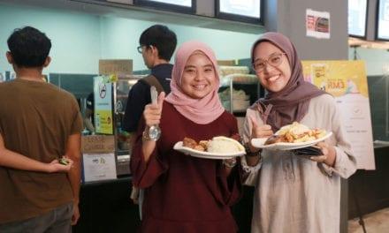 Pejabat NC UTM Edar Kupon Makanan Percuma kepada Pelajar