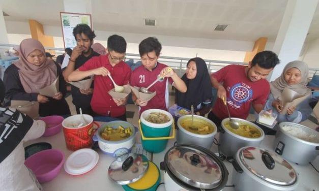 UTM Kongsi Rezeki Agih Makanan Percuma Kepada Pelajar