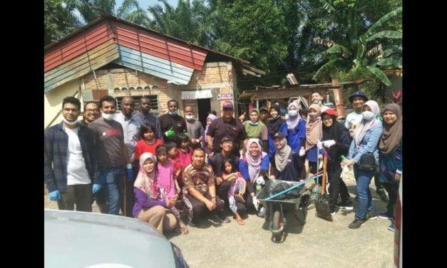 61 Sukarelawan UTM Bersatu Hati Ringankan Beban Mangsa Banjir di Segamat