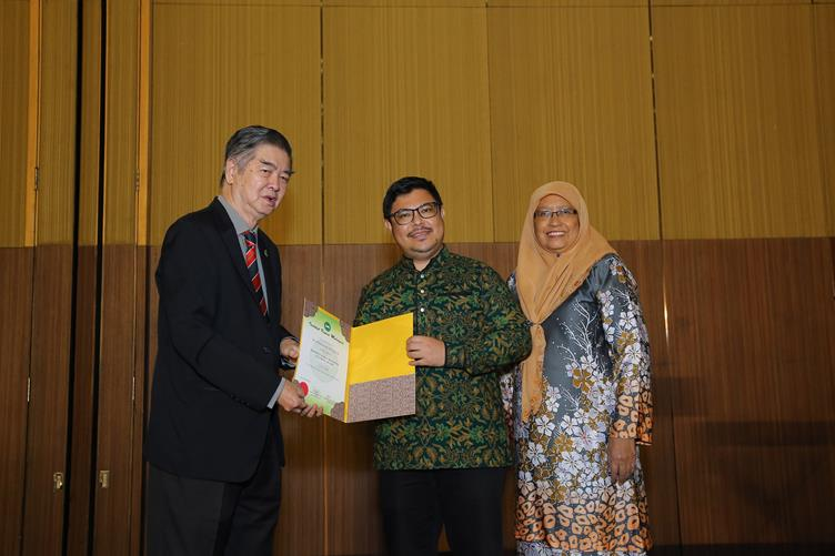 UTM Expert Won Malaysian Institute of Chemistry Citation Award