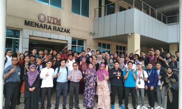 Sesi SuaMesra Dekan Fakulti Teknologi dan Informatik Razak bersama pelajar Rekabentuk Industri