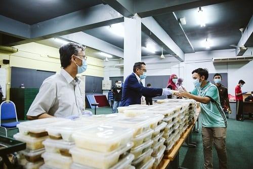 YB Shahar Sumbang Makanan Untuk Pelajar UTMKL