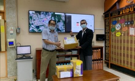 UTM receives 1,000 face masks from Ningxia University China to aid frontliners