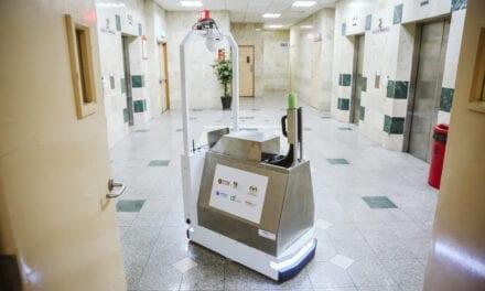 UTM, DF & HCTM Bangun Robot Pembersih Tangani COVID-19