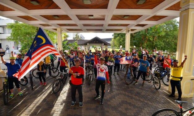 UTM Anjur Program Merdeka Ride 10.1 KM Berbasikal untuk Hayati Ulangtahun Kemerdekaan ke-63