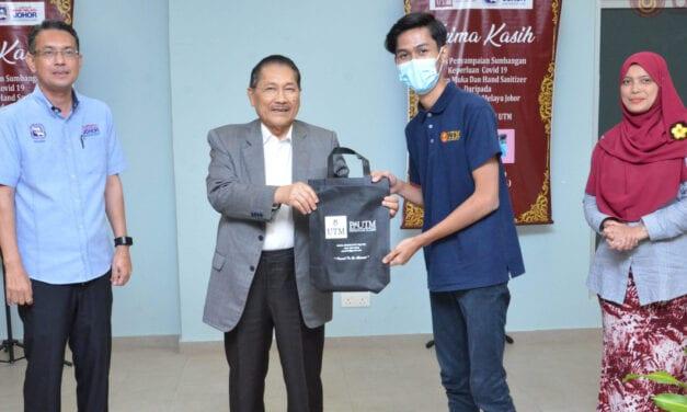 Sumbangan Penutup Muka dan Cecair Pembersih Tangan kepada Pelajar UTM Kuala Lumpur