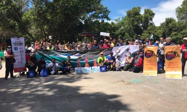UTM Juara Pertandingan Pembersihan Pantai Teluk Gorek