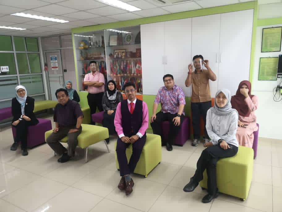 May be an image of 5 people, including Mohd Ismid Mohd Said, Mohd Ariffin and Fadhil Yusof, people standing, people sitting and indoor